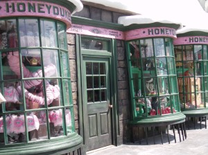 http://upload.wikimedia.org/wikipedia/commons/b/b1/Honeydukes.JPG